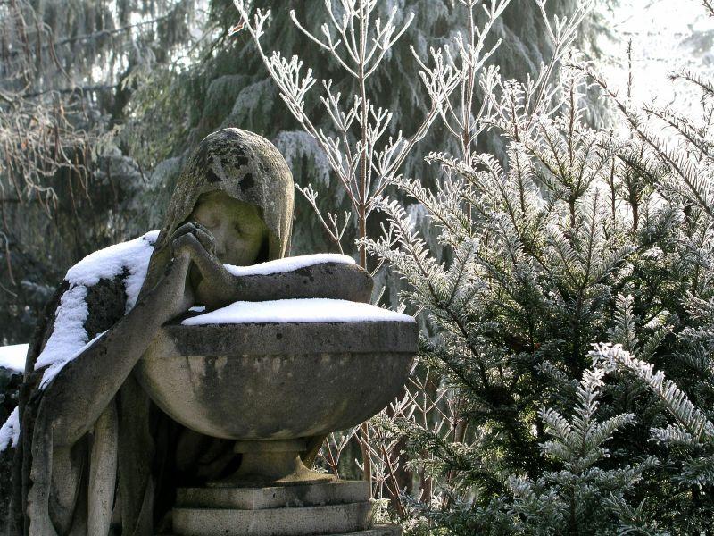 Das Kugler Grab vom Tübinger Stadtfriedhof im Winter