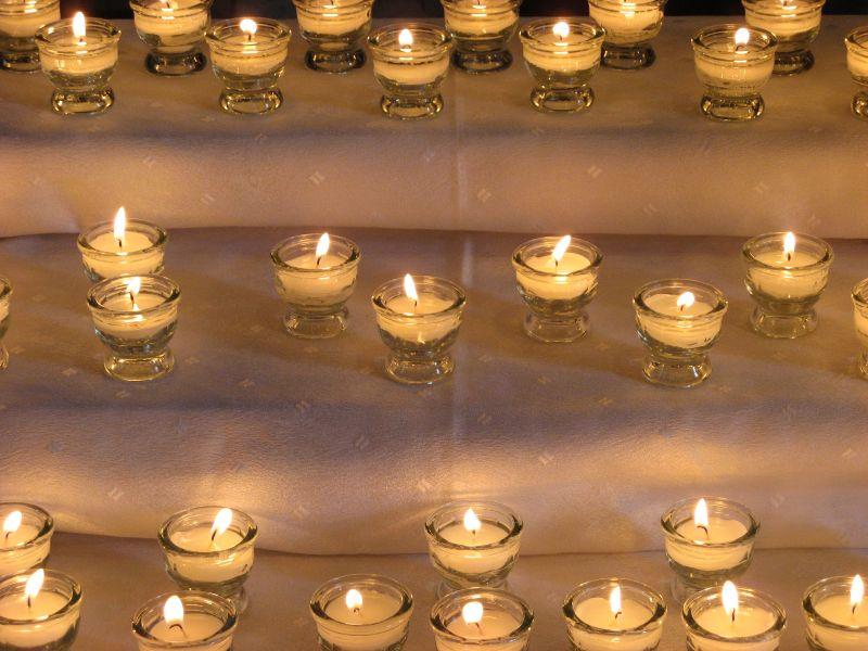Lichterweg: Jede brennene Kerze erinnert an einen Menschen, der seinen Körper der medizinischen Forschung gespendet hat